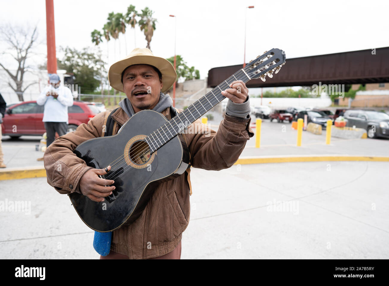Matamoros, Mexico, 31 October 2019, a migrant from Chiapas plays his guitar in the Mexican border town of Matamoros.  Around 2000 refugees are currently living in tents next to the International Bridge that connects the Mexican city of Matamoros with the US city of Brownsville.    Credit: Lexie Harrison-Cripps/Alamy Live News Stock Photo