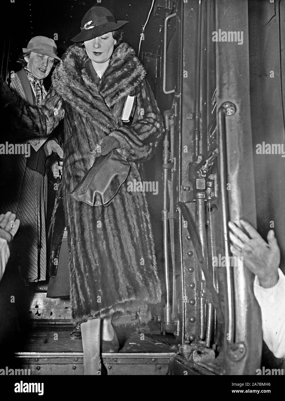 15 Great Depression Fur Coat High Resolution Stock Photography and ...
