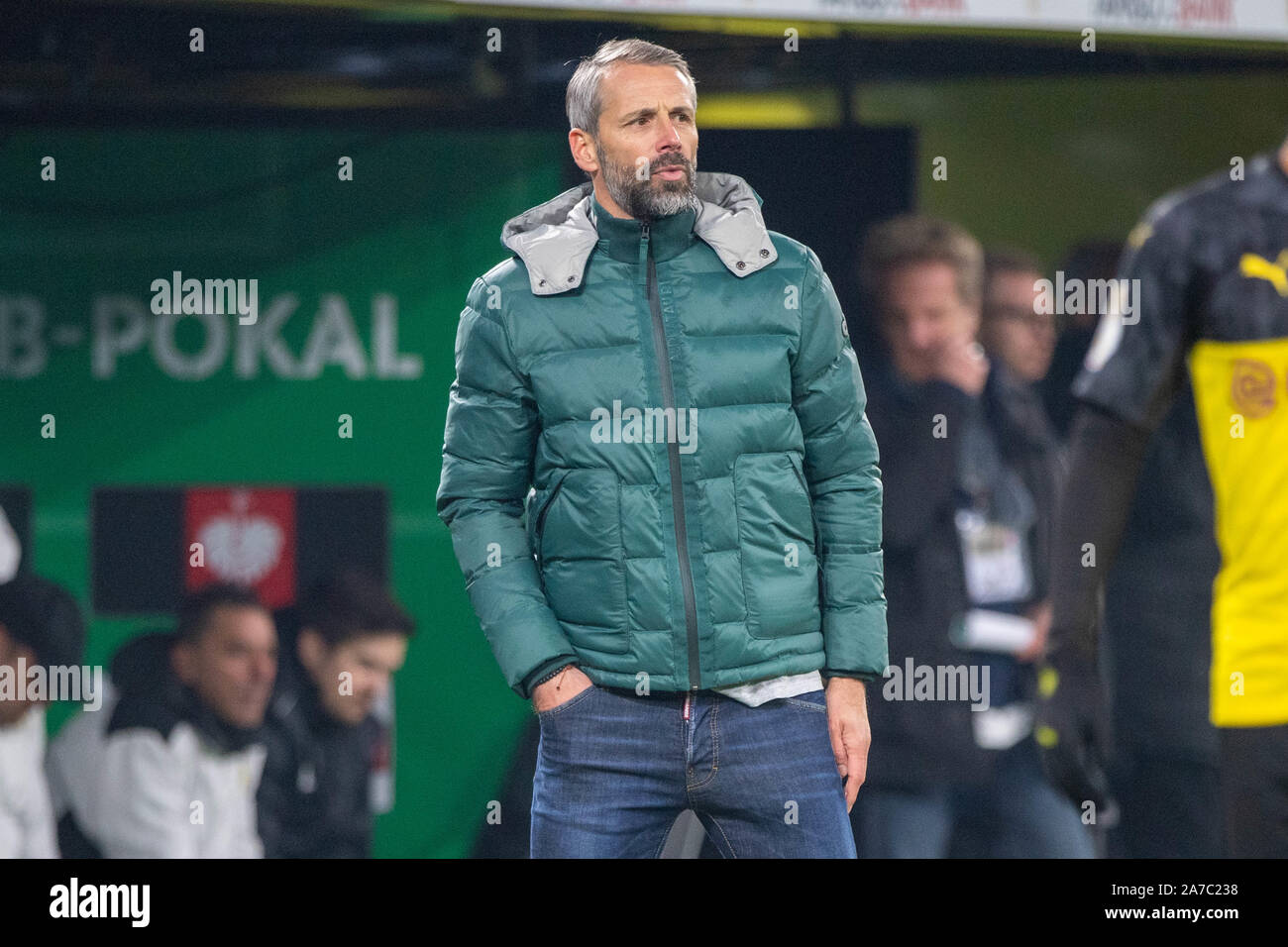 Coach Marco ROSE (MG) is on the sidelines and is frustrated, frustrated, late-busted, disappointed, disappointed, disappointed, disappointed, sad, half figure, half figure, football, DFB Pokal, 2nd round, Borussia Dortmund (DO) - Borussia Monchengladbach (MG) 2: 1, on 30.10.2019 in Dortmund/Germany. | Usage worldwide Stock Photo