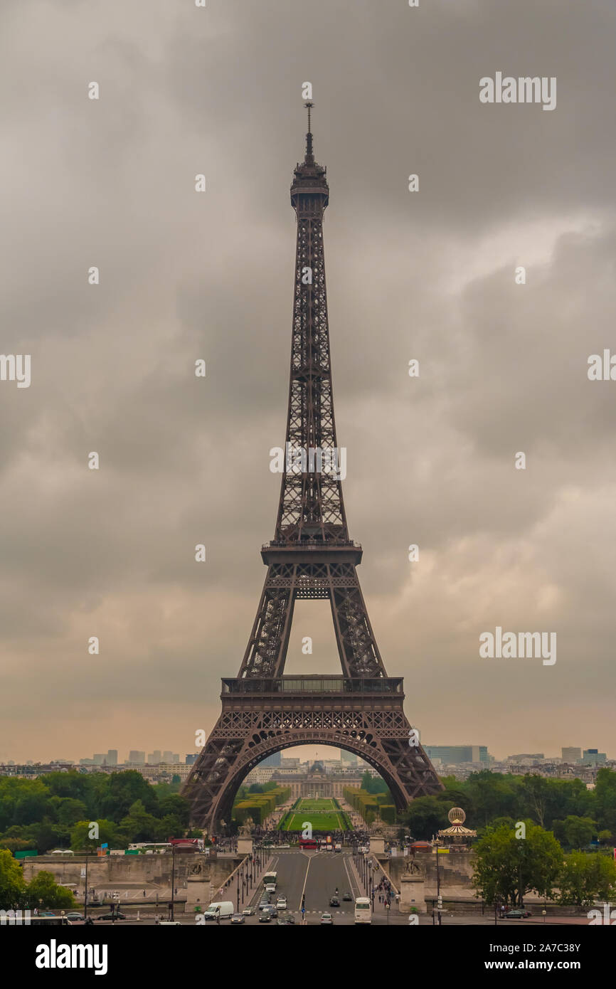 Perfect portrait view of the famous iconic Eiffel Tower from the Chaillot hill on a cloudy hazy summer morning in Paris. The Eiffel Tower is the... Stock Photo