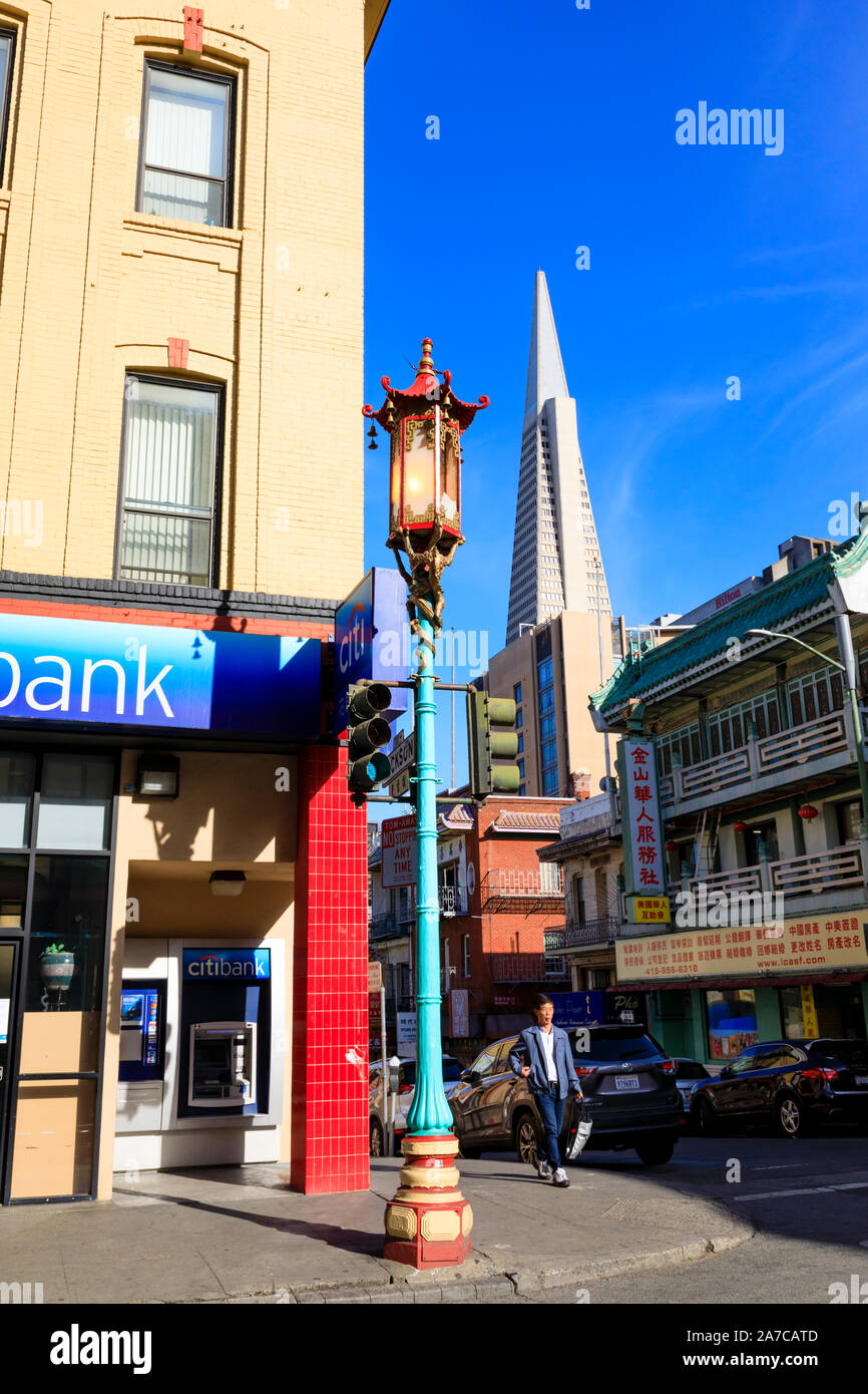 Citibank with Chinese lantern streetlight, 1000 Grant Avenue, Chinatown, San Fransisco, California, United States of America. USA Stock Photo