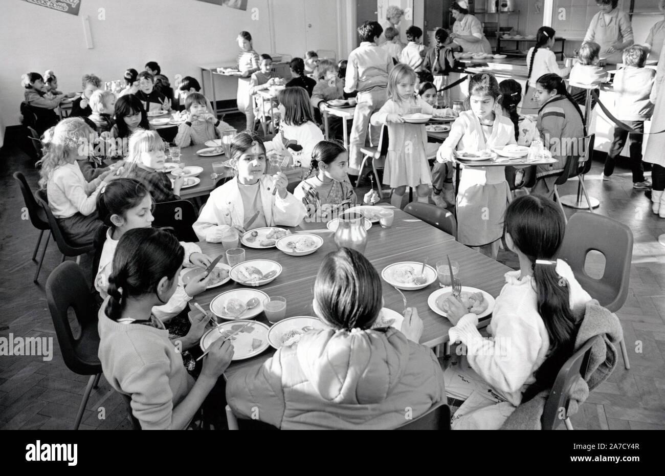 School dinners, Stanley Junior School, Nottingham November 1986 UK Stock Photo