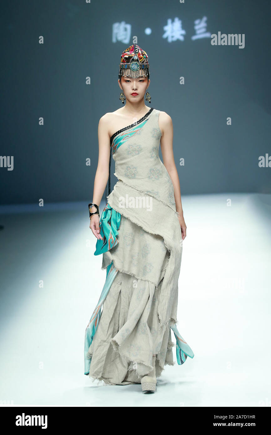 Beijing, Beijing, China. 1st Nov, 2019. Beijing, CHINA-China Fashion International Week Spring/Summer 2020, Edles goes out of Tianshan. Credit: SIPA Asia/ZUMA Wire/Alamy Live News Stock Photo
