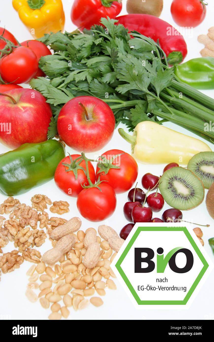 Symbolfoto gesunde Ernährung, Obst, Gemüse, Nüsse, Kirschen, Erdnüsse, Paproka, Tomaten, Rettich, Walnüsse, Kiwi, Apfel, Bio, Biosiegel, Stock Photo