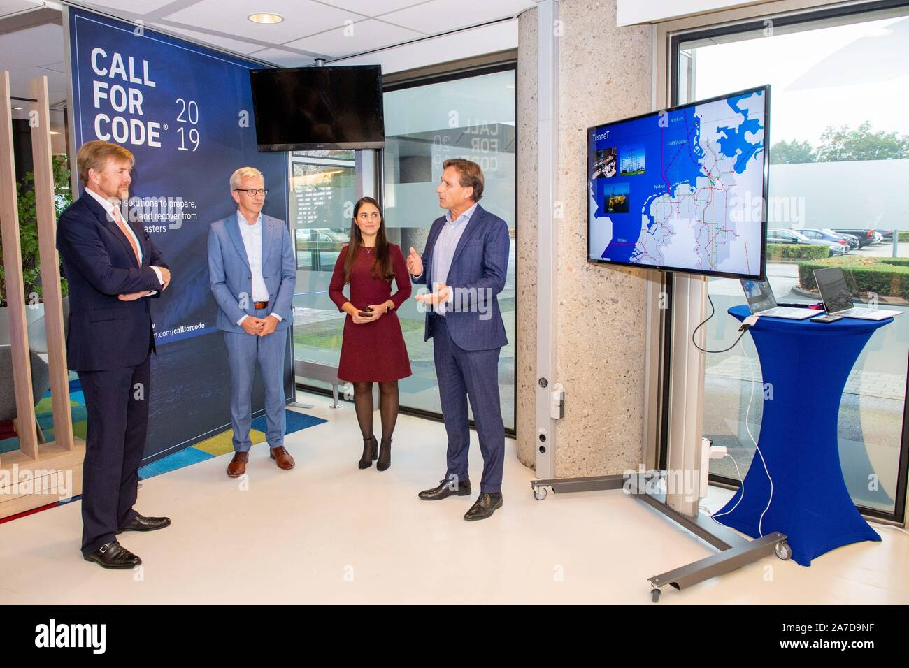 Amsterdam, Netherlands. 01st Nov, 2019. King Willem-Alexander of The Netherlands at a workvisit to the Amsterdam region, Digital Gateway to Europe, he visited the Dutch branch of the NTT data center and information technology company IBM, on November 01, 2019Credit: Albert Nieboer/ Netherlands OUT/Point de Vue OUT |/dpa/Alamy Live News Stock Photo