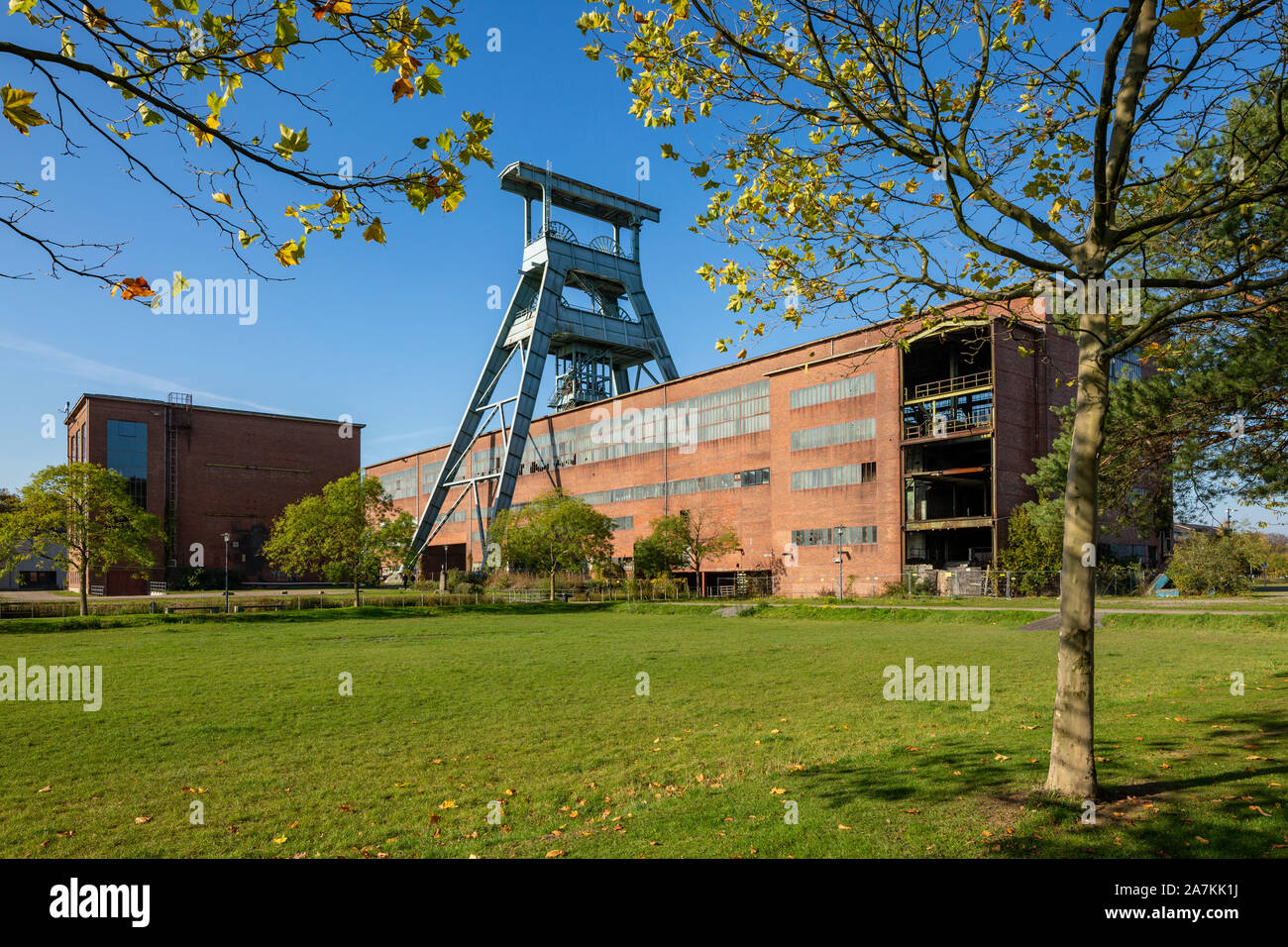 D-Herten, Ruhr area, Westphalia, North Rhine-Westphalia, NRW, hard coal mining, coal-pit Ewald 1/2/7, powerhouse, shaft 7, pit tower, magazine, depot, Route of Industrial Heritage Stock Photo