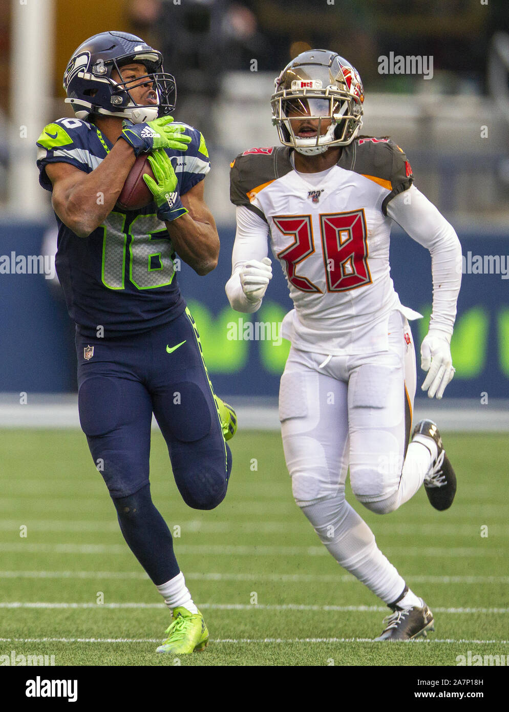Seattle, United States. 03rd Nov, 2019. Seattle Seahawks wide receiver Tyler Lockett (16) hauls in a 30-yard pass against Tampa Bay Buccaneers cornerback Vernon III Hargreaves (28) during the fourth quarter at CenturyLink Field on Sunday, November 3, 2019 in Seattle, Washington. The Seahawks beat the Buccaneers 40-34 in overtime. Jim Bryant Photo/UPI Credit: UPI/Alamy Live News Stock Photo