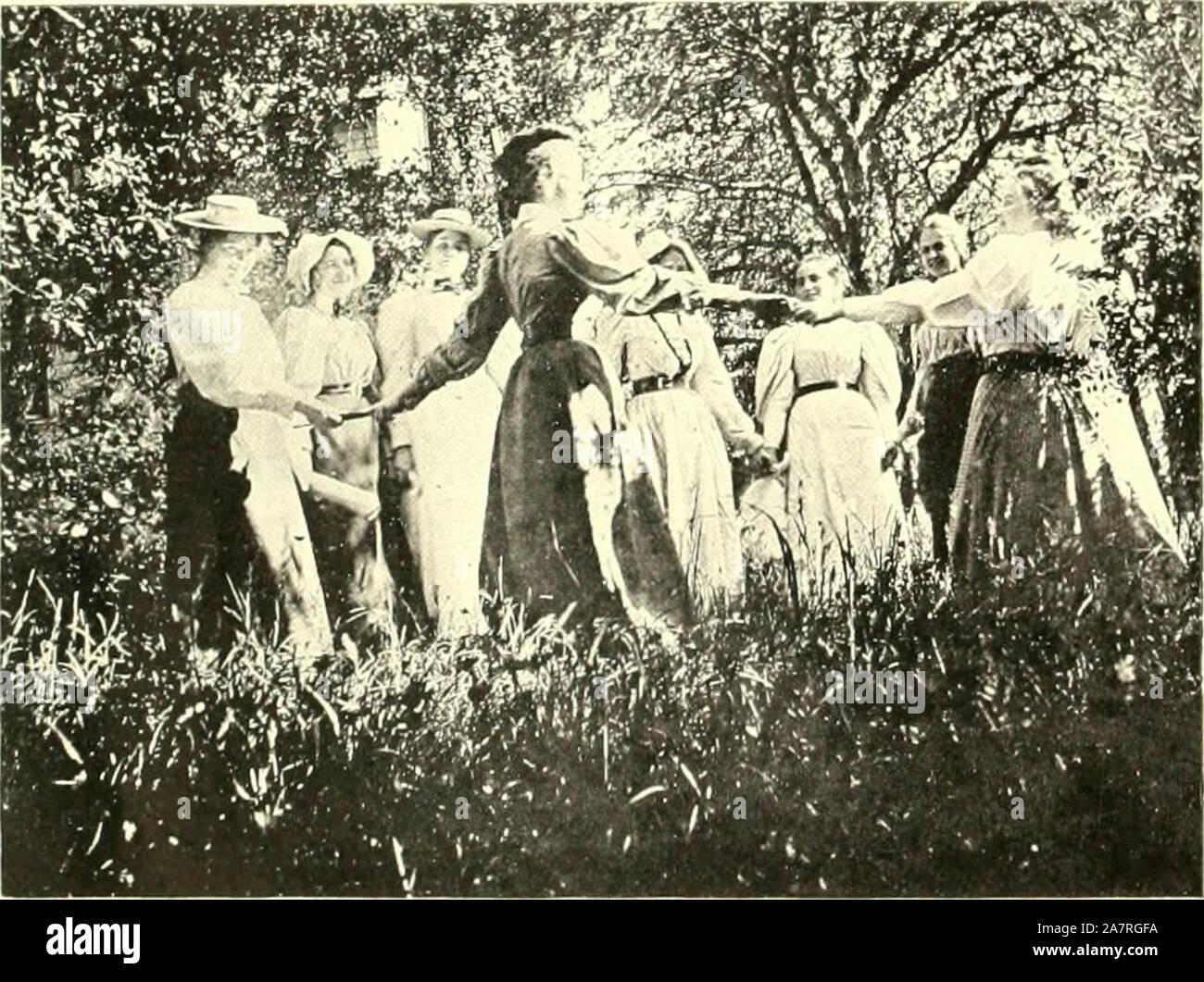 """Farmington, Connecticut, the village of beautiful homes"" (1906) Stock Photo"