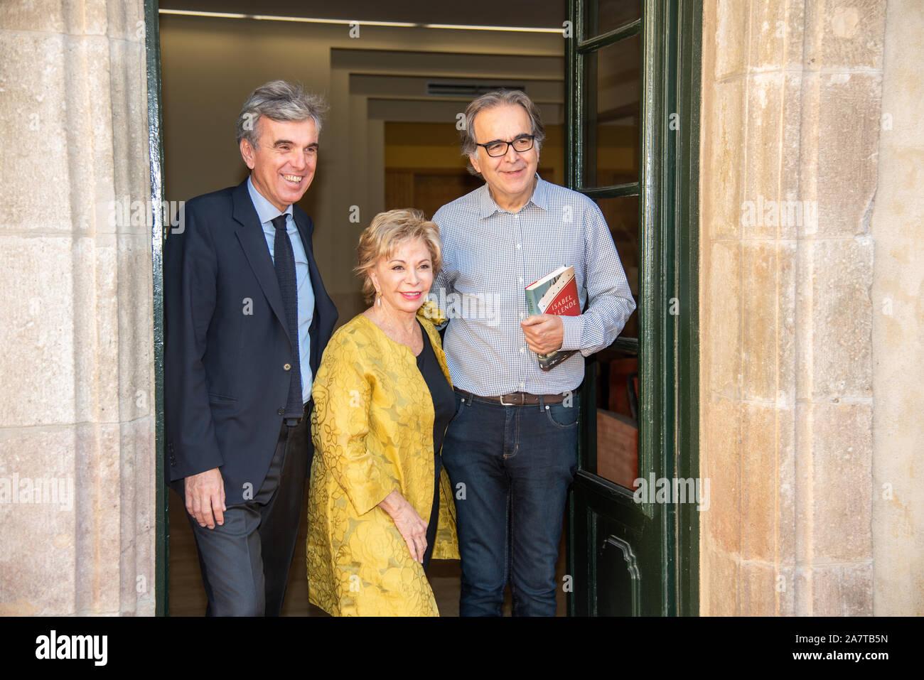 """Barcelona España 04/11/2019 ISABEL ALLENDE  Premio Barcino de Novela Histórica Vivimos tiempos de oscuridad"""", dijo la célebre escritora chilena Isabel Stock Photo"""