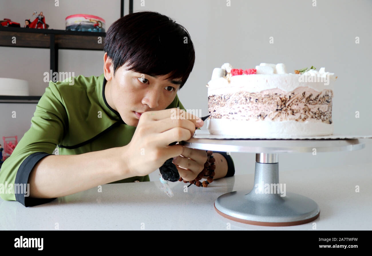 Groovy Chinese Man Liu Zepeng Makes A Birthday Cake Featuring The Funny Birthday Cards Online Elaedamsfinfo