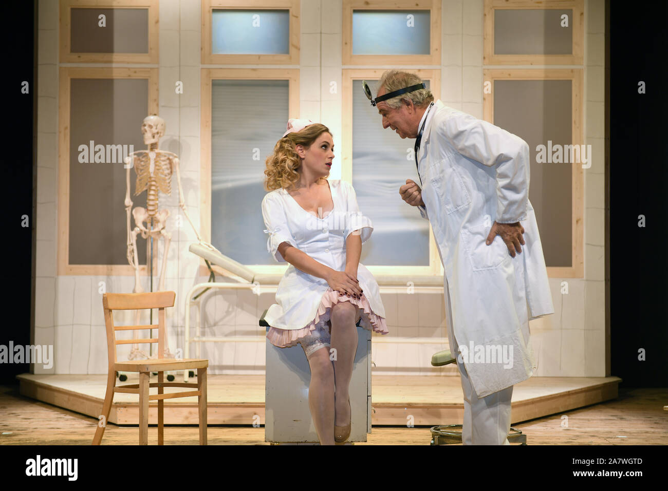 """Munich, Germany. 04th Nov, 2019. The actress Anne Bedenbender (l) is on stage with the actor Friedrich von Thun at the photo rehearsal """"Sonny Boys"""" in the comedy at the Bayerischer Hof. Credit: Felix Hörhager/dpa/Alamy Live News Stock Photo"""