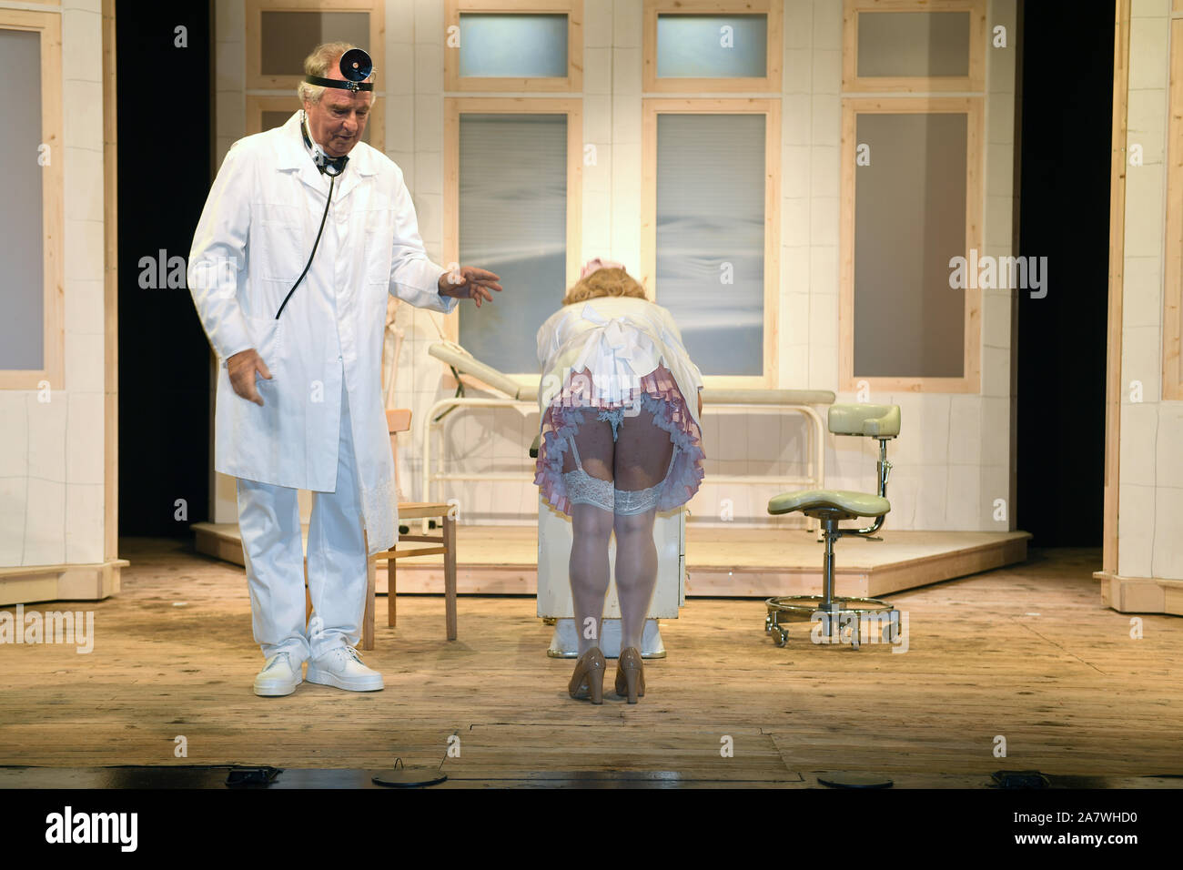 "04 November 2019, Bavaria, Munich: The actress Anne Bedenbender (l) is on stage with the actor Friedrich von Thun at the photo rehearsal ""Sonny Boys"" in the comedy at the Bayerischer Hof. Photo: Felix Hörhager/dpa Stock Photo"