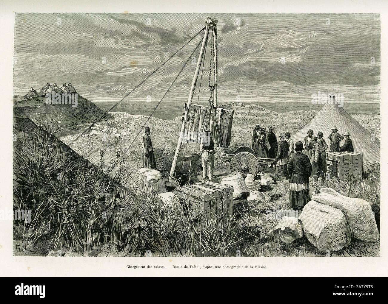 Chargement des caisses de fouilles archeologiques, Perse. Gravure de Tofani, pour illustrer le recit A Suse, 1884-1886, journal des fouilles, par Jane Stock Photo