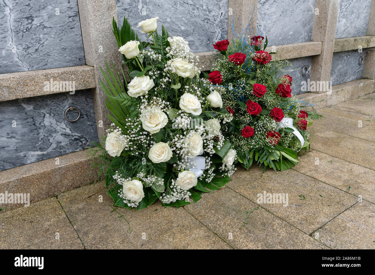 Tomb Flower Arrangement High Resolution Stock Photography And Images Alamy
