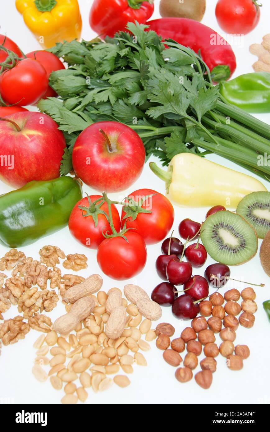 Symbolfoto gesunde Ernährung, Obst, Gemüse, Nüsse, Kirschen, Erdnüsse, Paproka, Tomaten, Rettich, Walnüsse, Kiwi, Apfel, Stock Photo