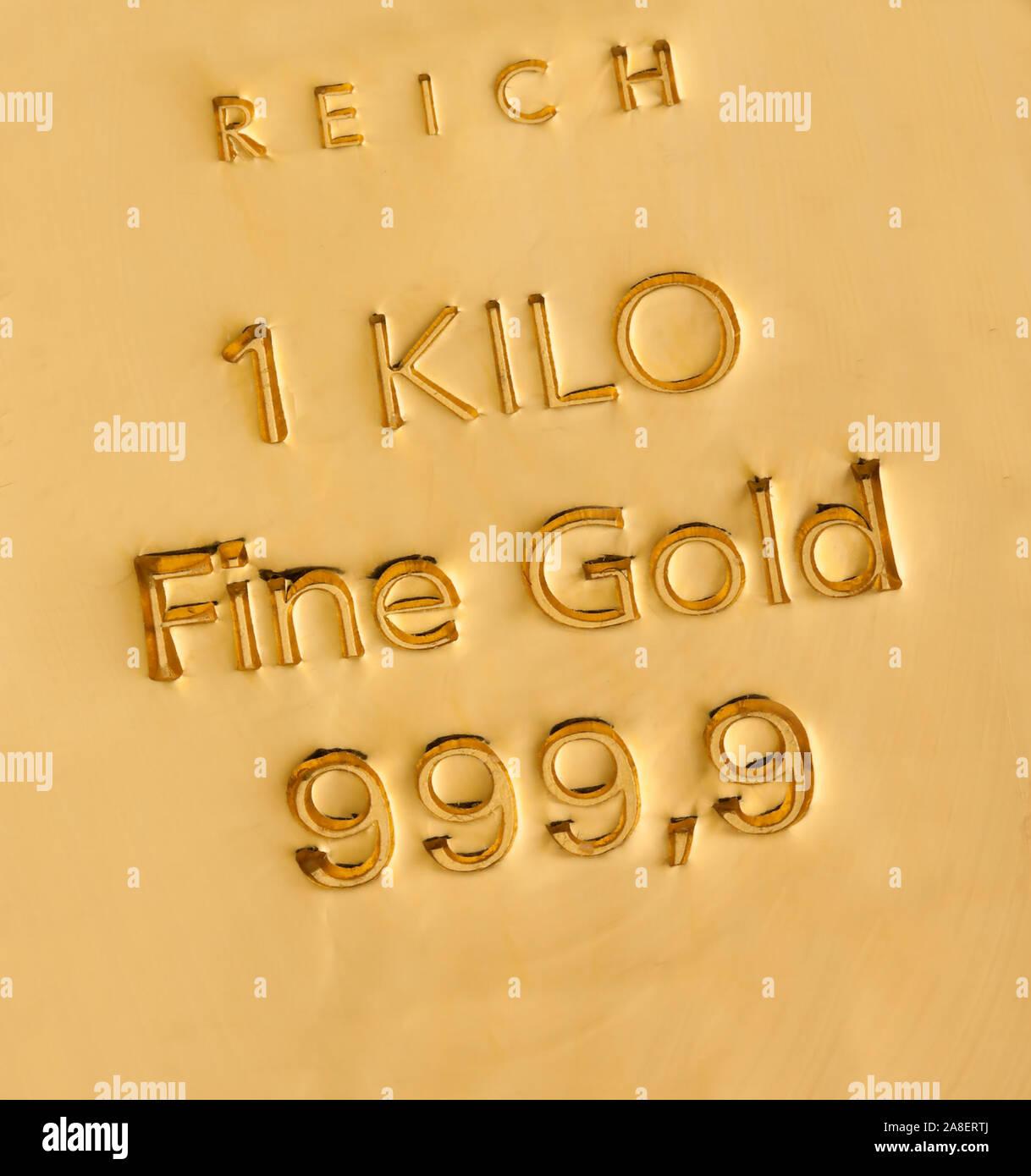 Echte Goldbarren, 1 Kilo Gold, Nahaufnahme,  Barren, Goldbarren, Stock Photo