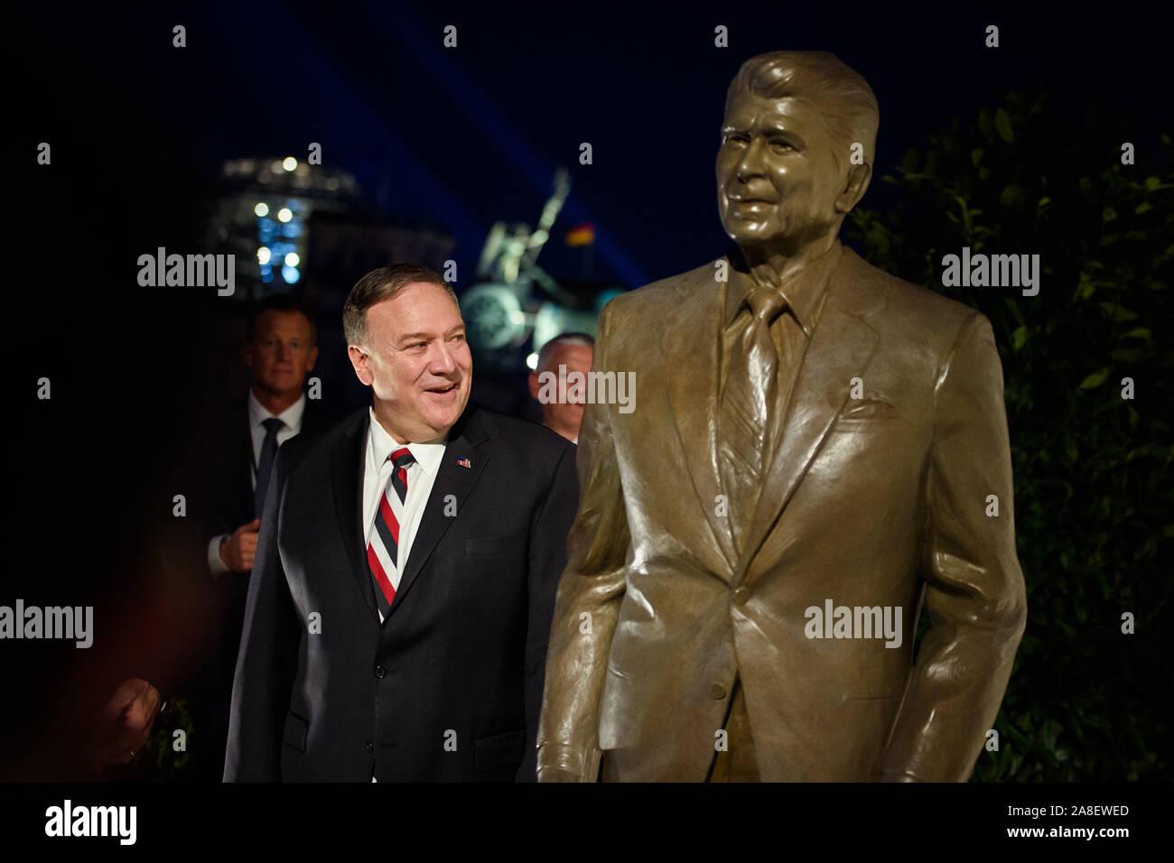 Ronald Wilson Reagan Marble Sculpture Bust America/'s 40th President Republican