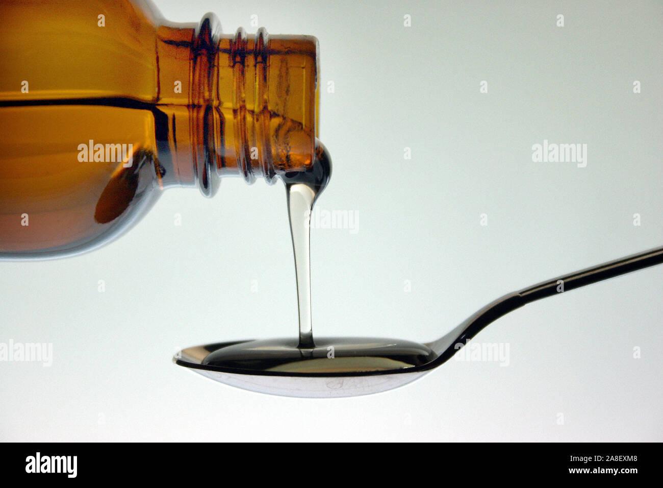 Medizin auf Loeffel, Medikamenteneinnahme, Stock Photo