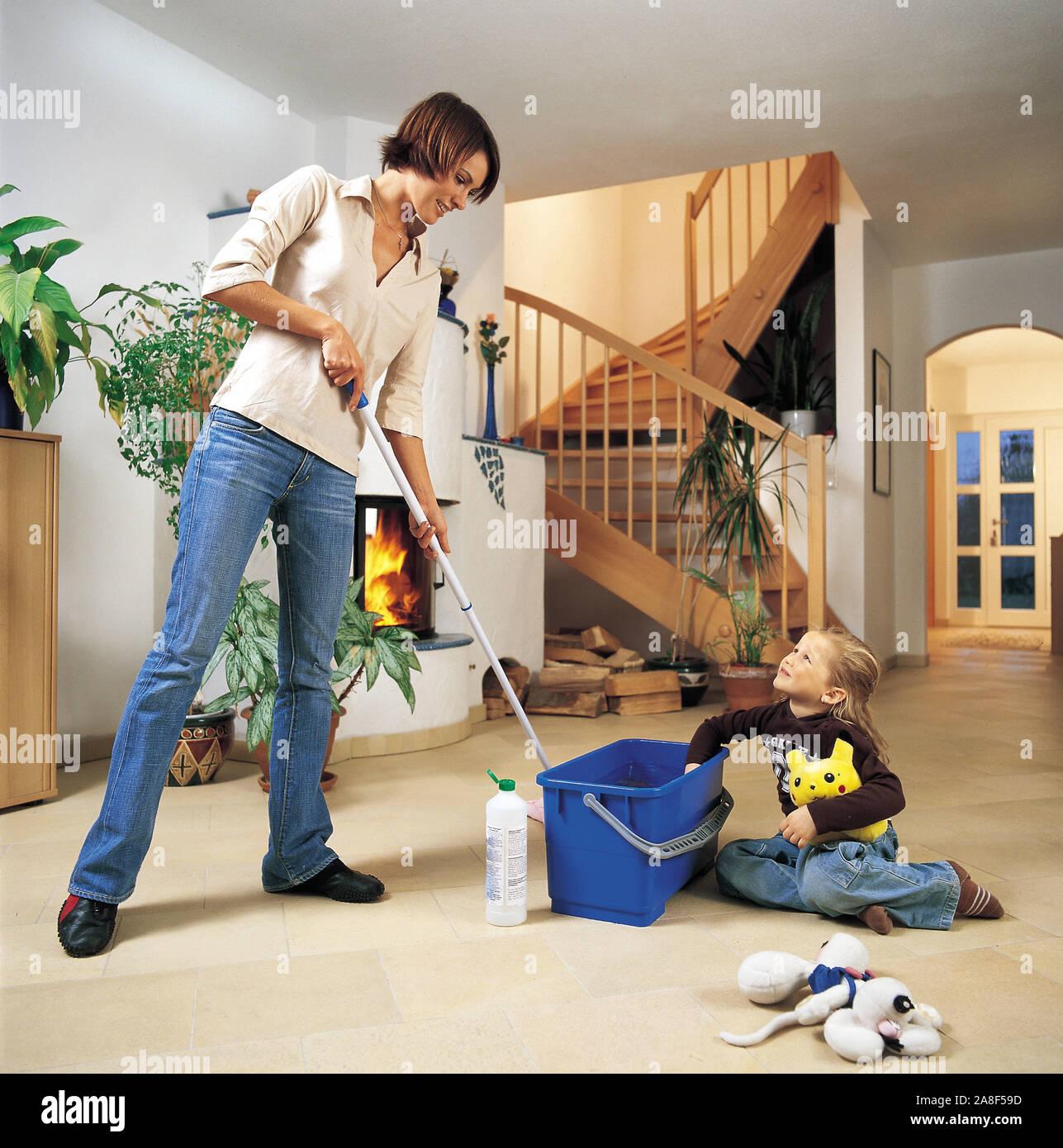 Junge Frau beim Putzen, 25, 30, Jahre, MR: Yes, wischt den Fussboden mit dem Wischmob, Stock Photo