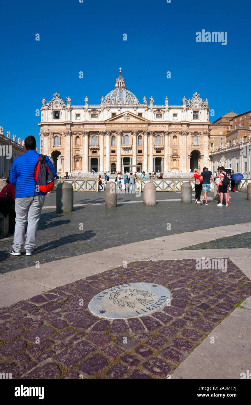 People In Piazza San Pietro Stock Photos People In Piazza