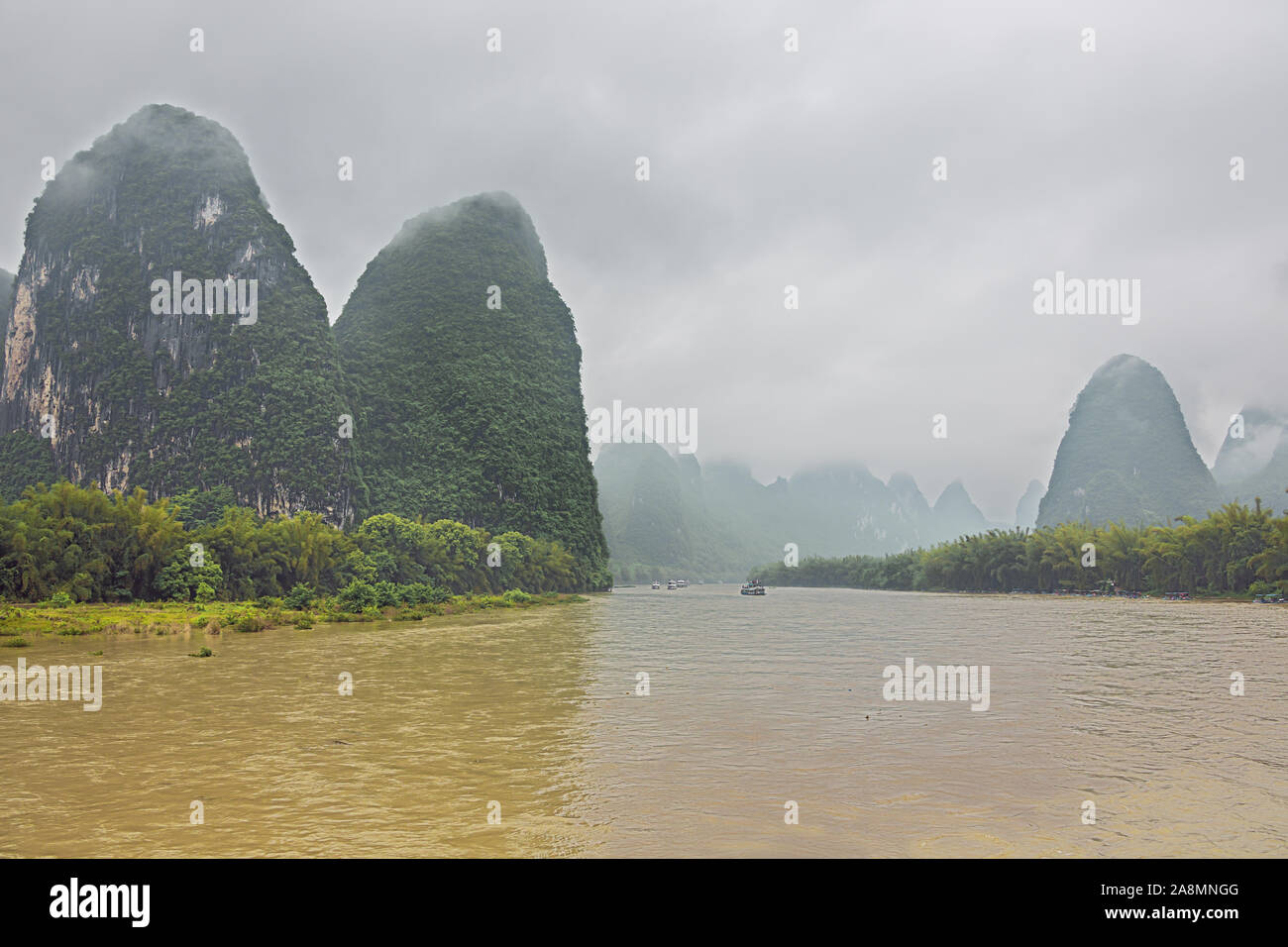 Wide view of the Li River valley while passing Xingpingzhen fishing village in the vicinity of Yangshuo near Guilin Stock Photo