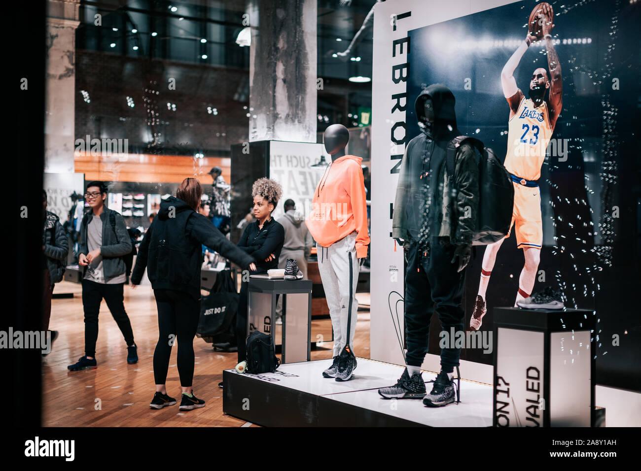 Dare diritti possibilità sprecare  Nike Store Interior High Resolution Stock Photography and Images - Alamy