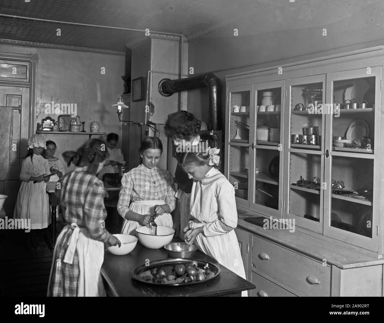 1900s Kitchen High Resolution Stock Photography And Images Alamy