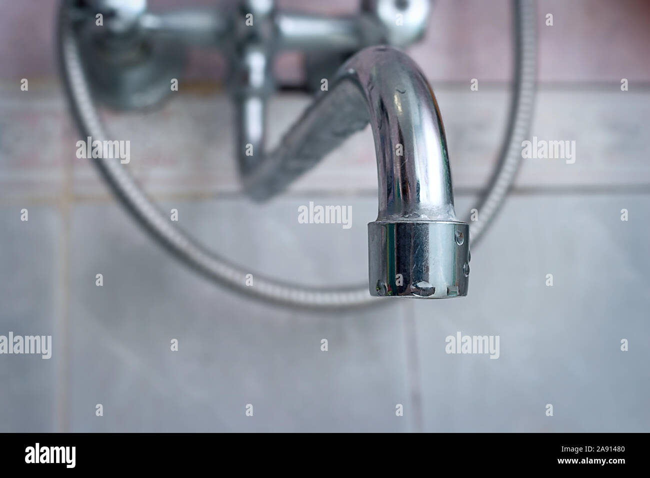 Dripping Old Silver Faucet Tap Bath Or Kitchen Faucet Gasket Needs Repair Stock Photo Alamy