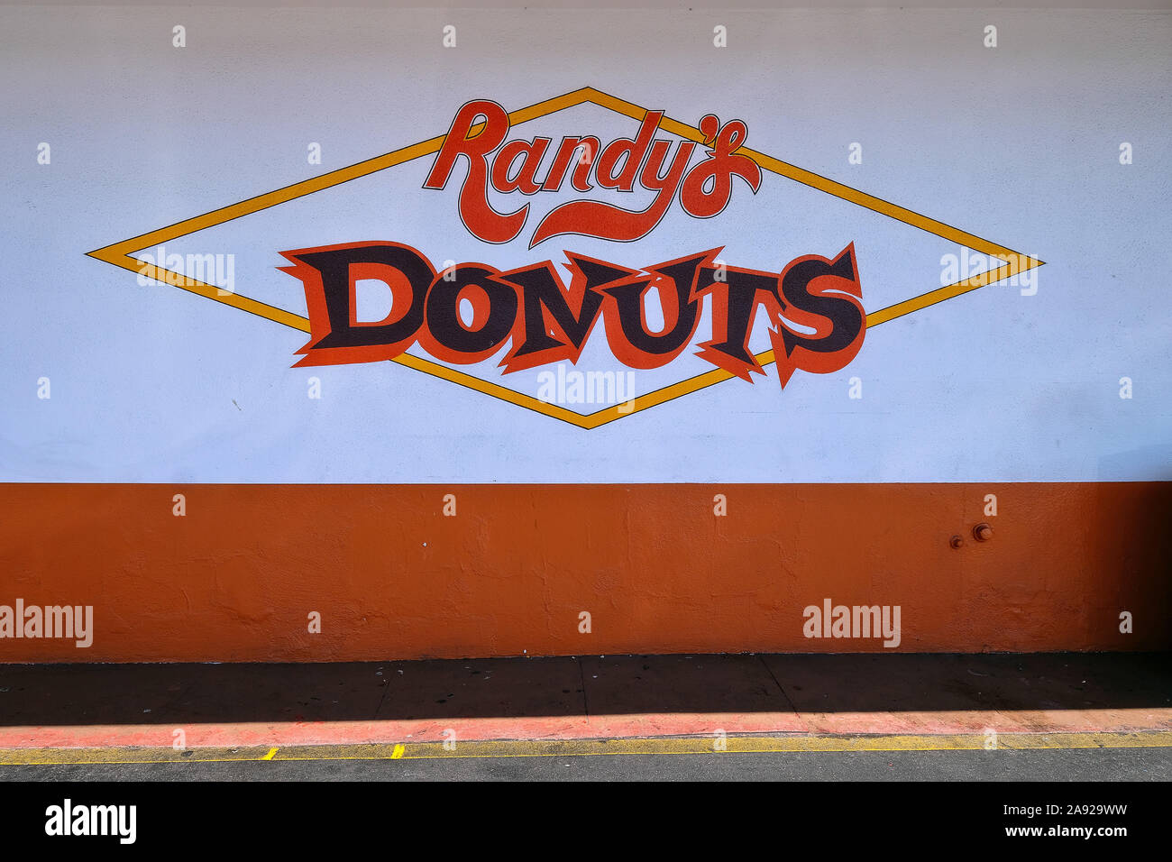 "Legendary donut snack ""Randy ""s Donut"" in the district Inglewood, Los Angeles, California, USA Stock Photo"