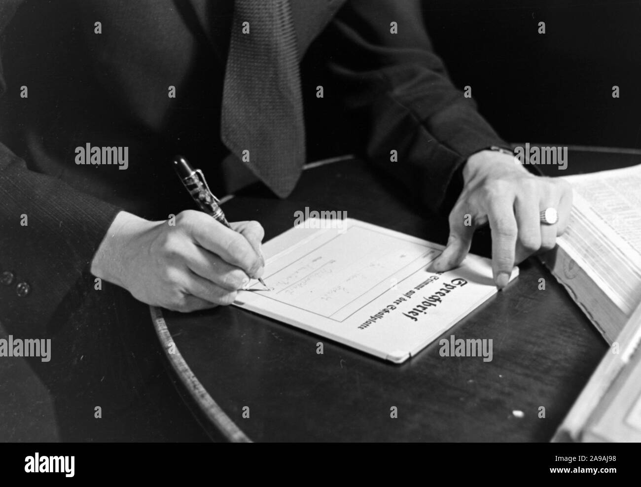 A voice message via record, Germany 1930s. Stock Photo