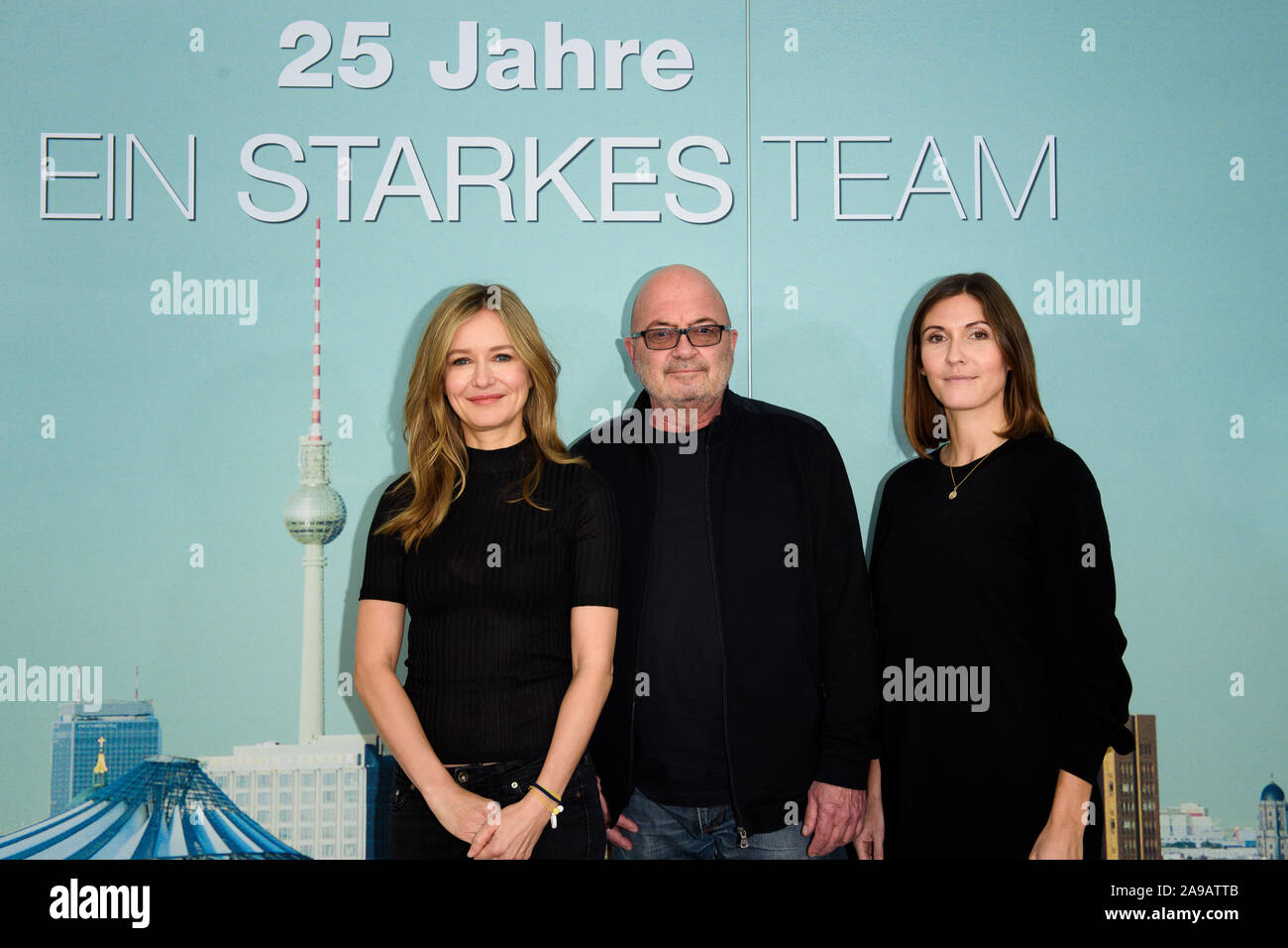 Hamburg Germany 14th Nov 2019 Actors Stefanie Stappenbeck L R And Florian Martens Stand With Producer Lena