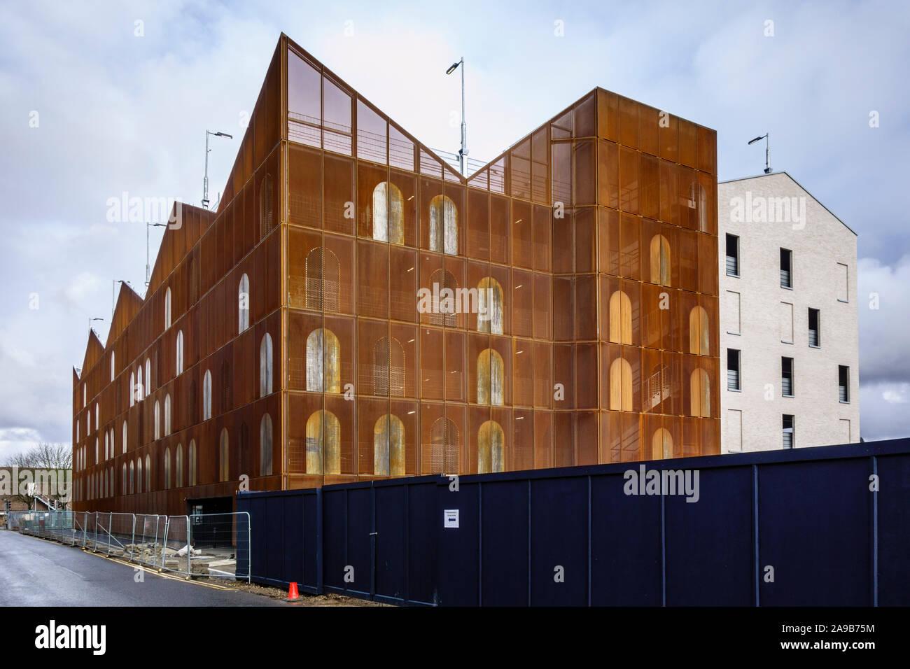 The Goods Yard development 401-space multi-storey car park, building site in Bishops Stortford Town Centre High Street, Hertfordshire, England, UK, GB Stock Photo