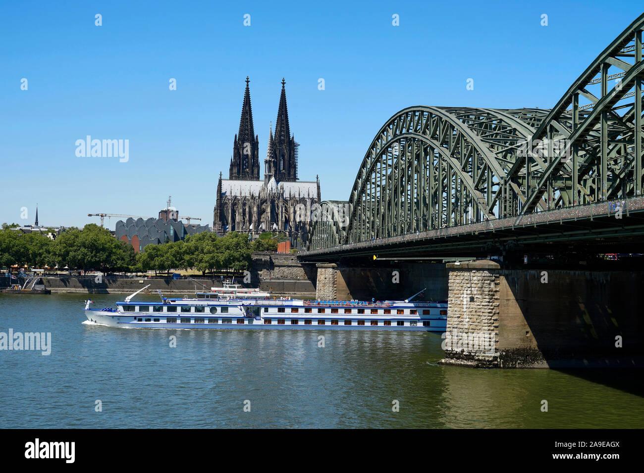 hohenzollern bridge