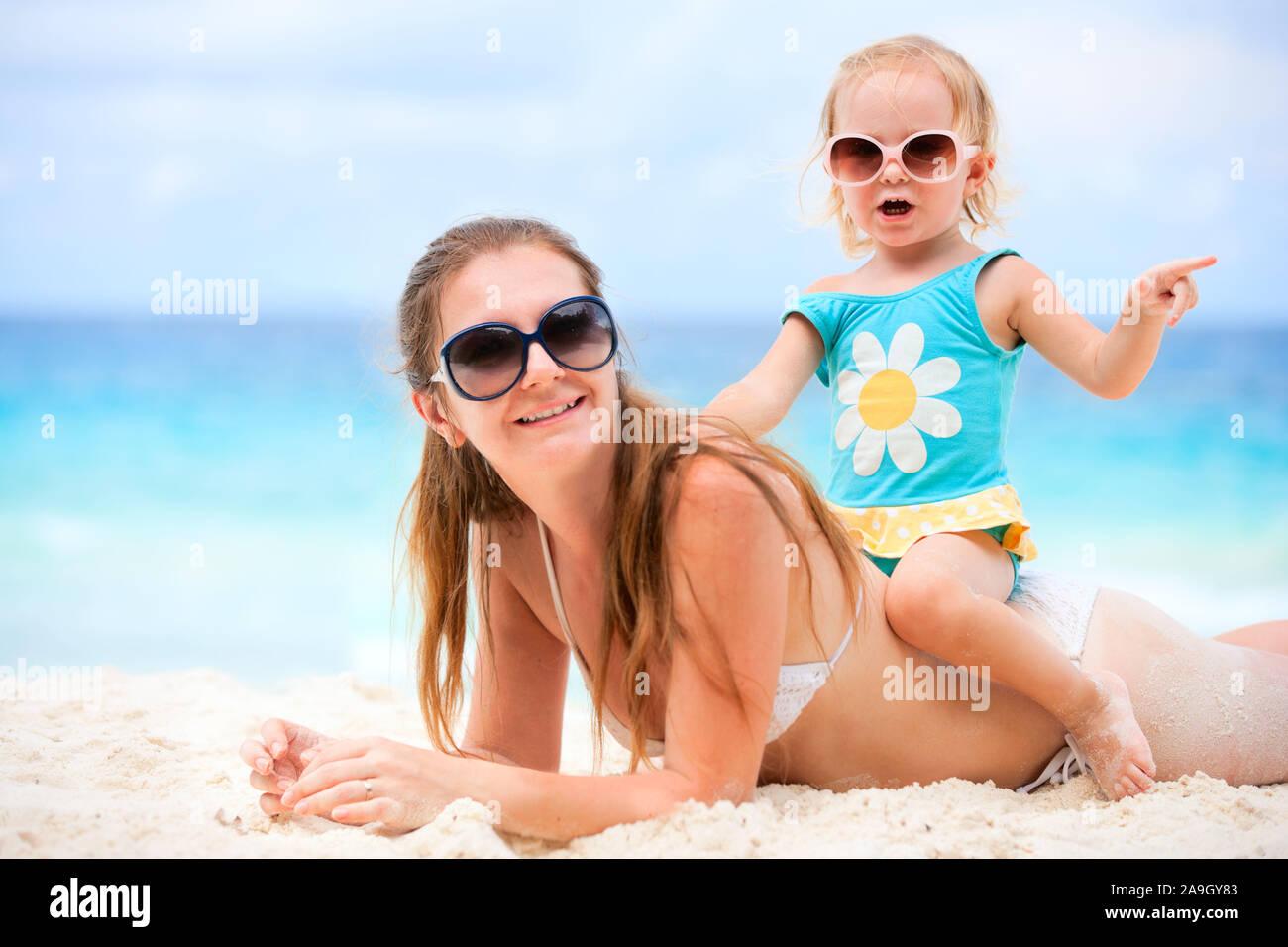 Malediven, Mutter und Tochter im Urlaub, Stock Photo