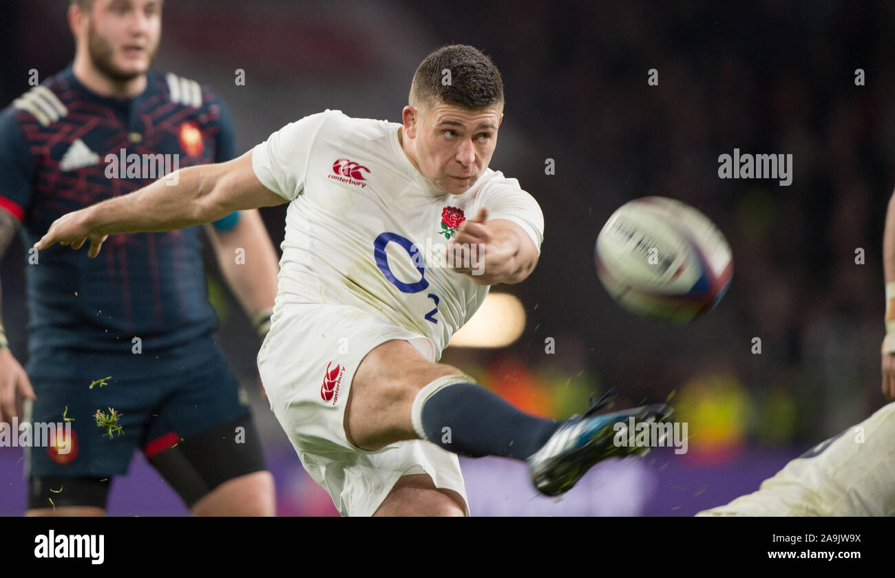 Twickenham, United Kingdom.  Ben YOUNGS, kicking clear from behind the scrum, during the RBS. Six Nations : England   vs France  at the  RFU Stadium, Twickenham, England,   Saturday  04/02/2017  [Mandatory Credit; Peter Spurrier/Intersport-images] Stock Photo