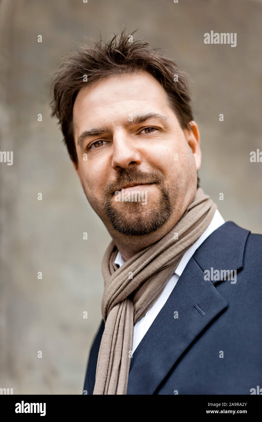 Ein sympathischer Mann mit Bart im Portrait Stock Photo
