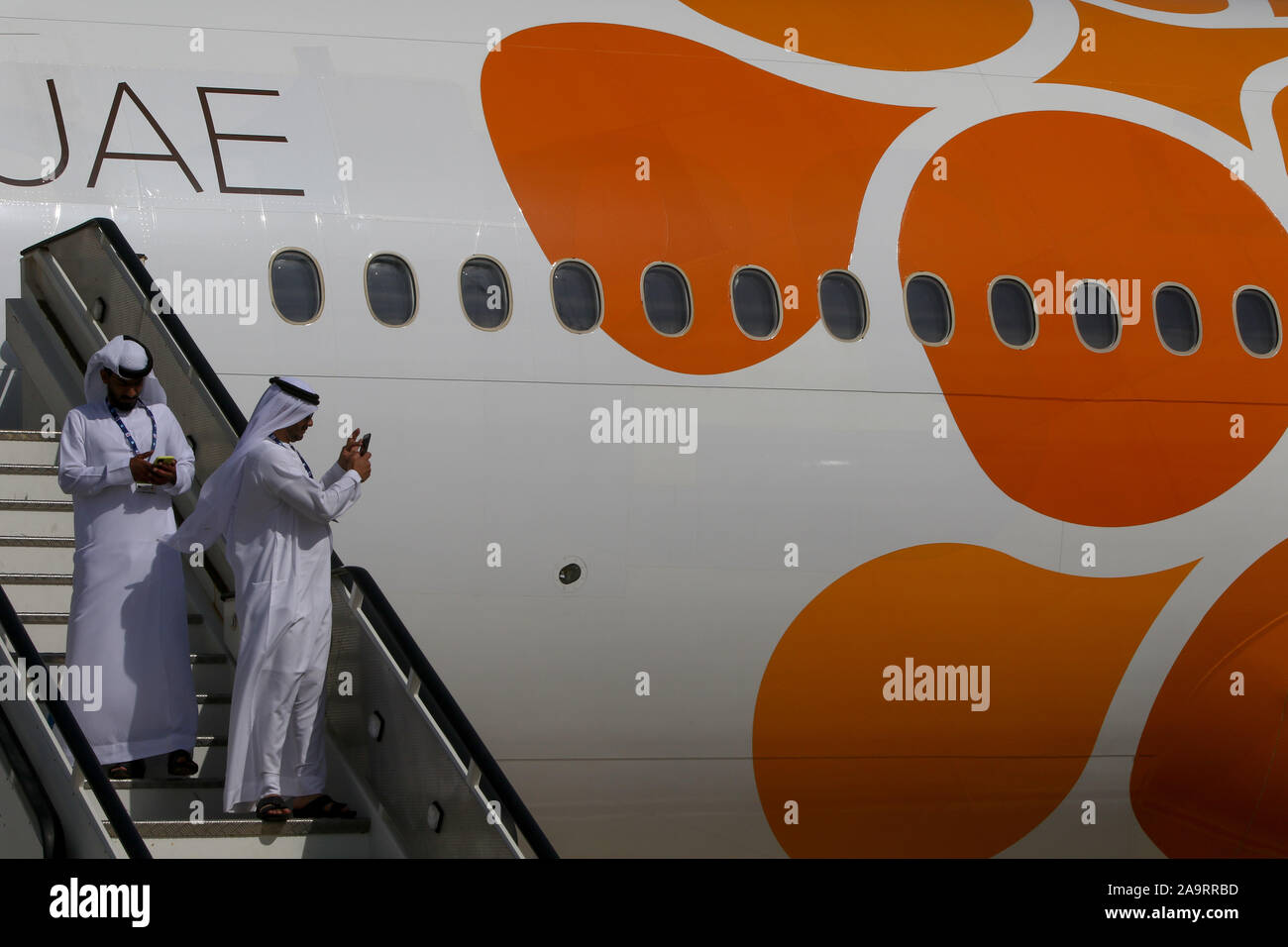 Dubai, United Arab Emirates. 17th Nov, 2019. Visitors wearing a national arabic outfits are seen during the opening day of Dubai International Airshow. Credit: Leonid Faerberg/SOPA Images/ZUMA Wire/Alamy Live News Stock Photo