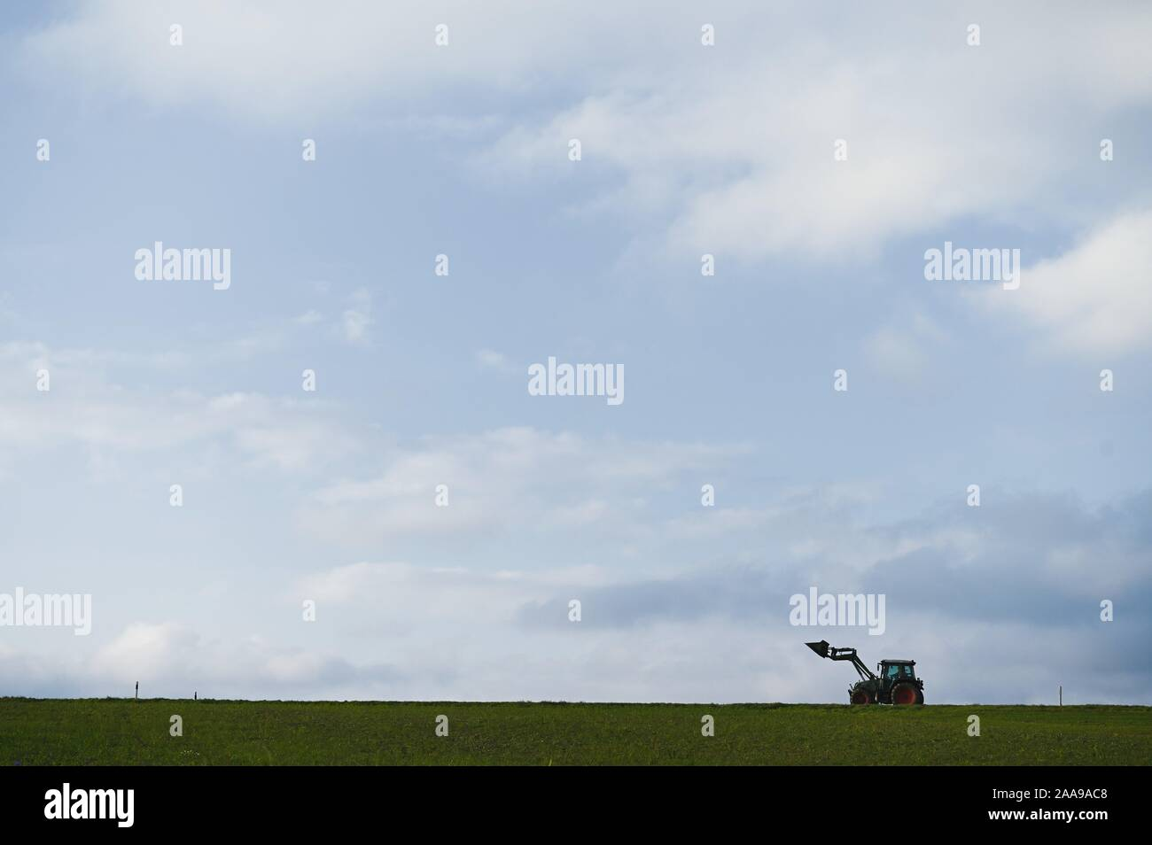 Rattelsdorf, Germany. 20th Nov, 2019. A farmer drives a tractor along a country road. Credit: Nicolas Armer/dpa/Alamy Live News Stock Photo