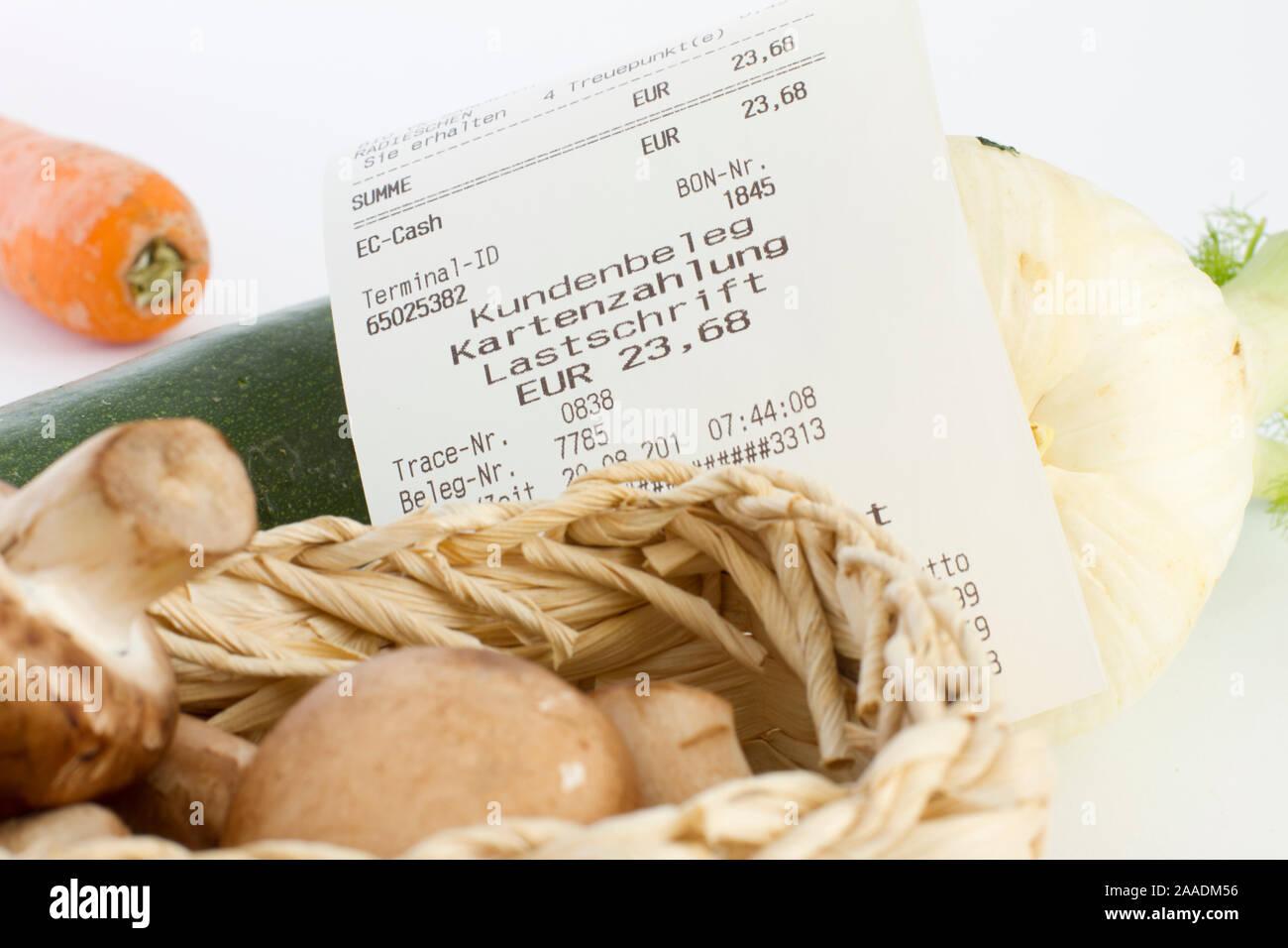 Kassenbon auf Gemüse Stock Photo