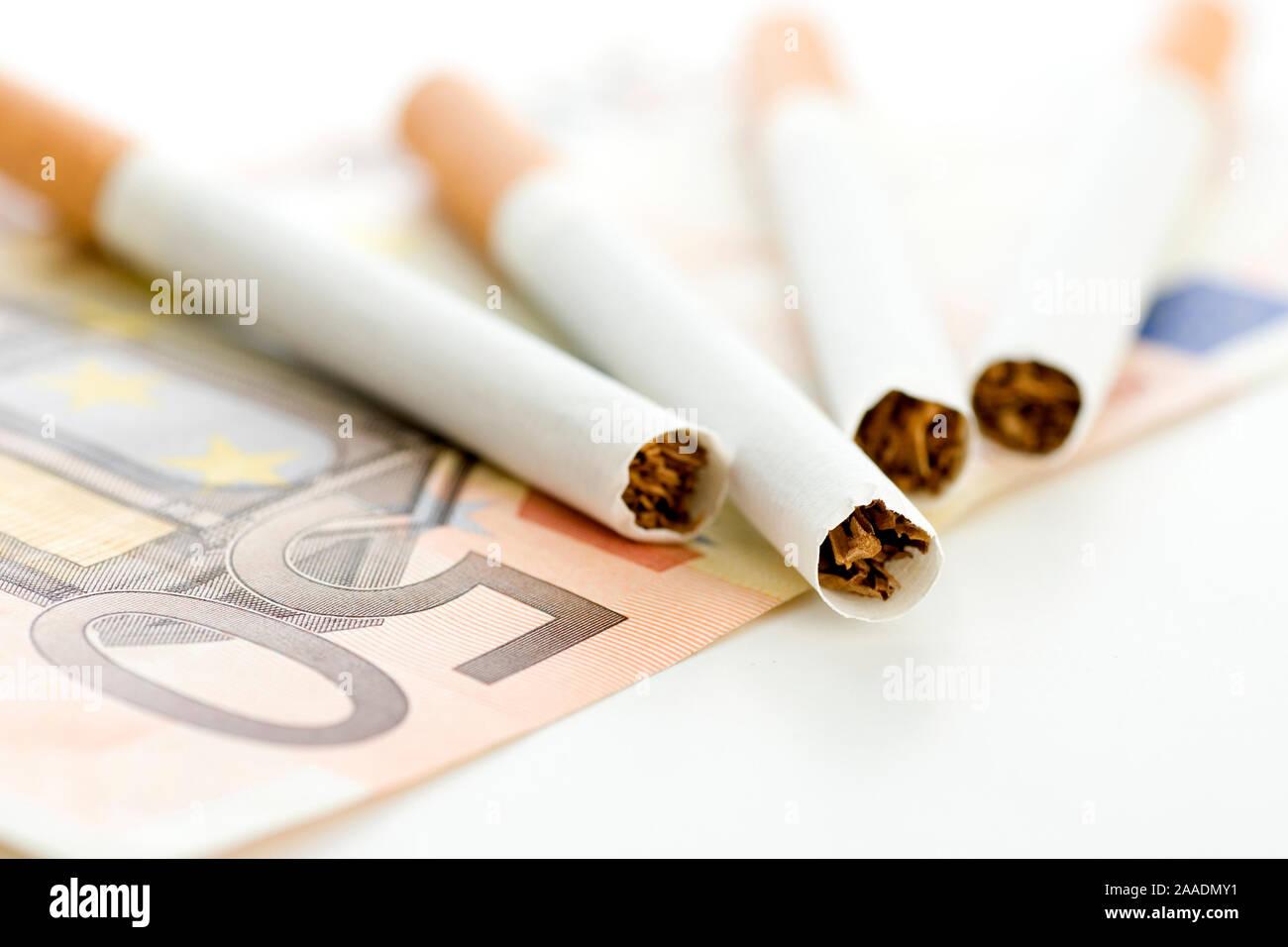 Zigaretten auf Fünfig-Euro-Schein (no pr) Stock Photo