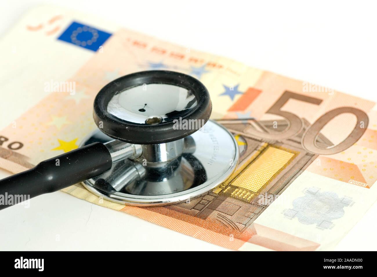Stethoskop auf Fünfig-Euro-Schein (no pr) Stock Photo