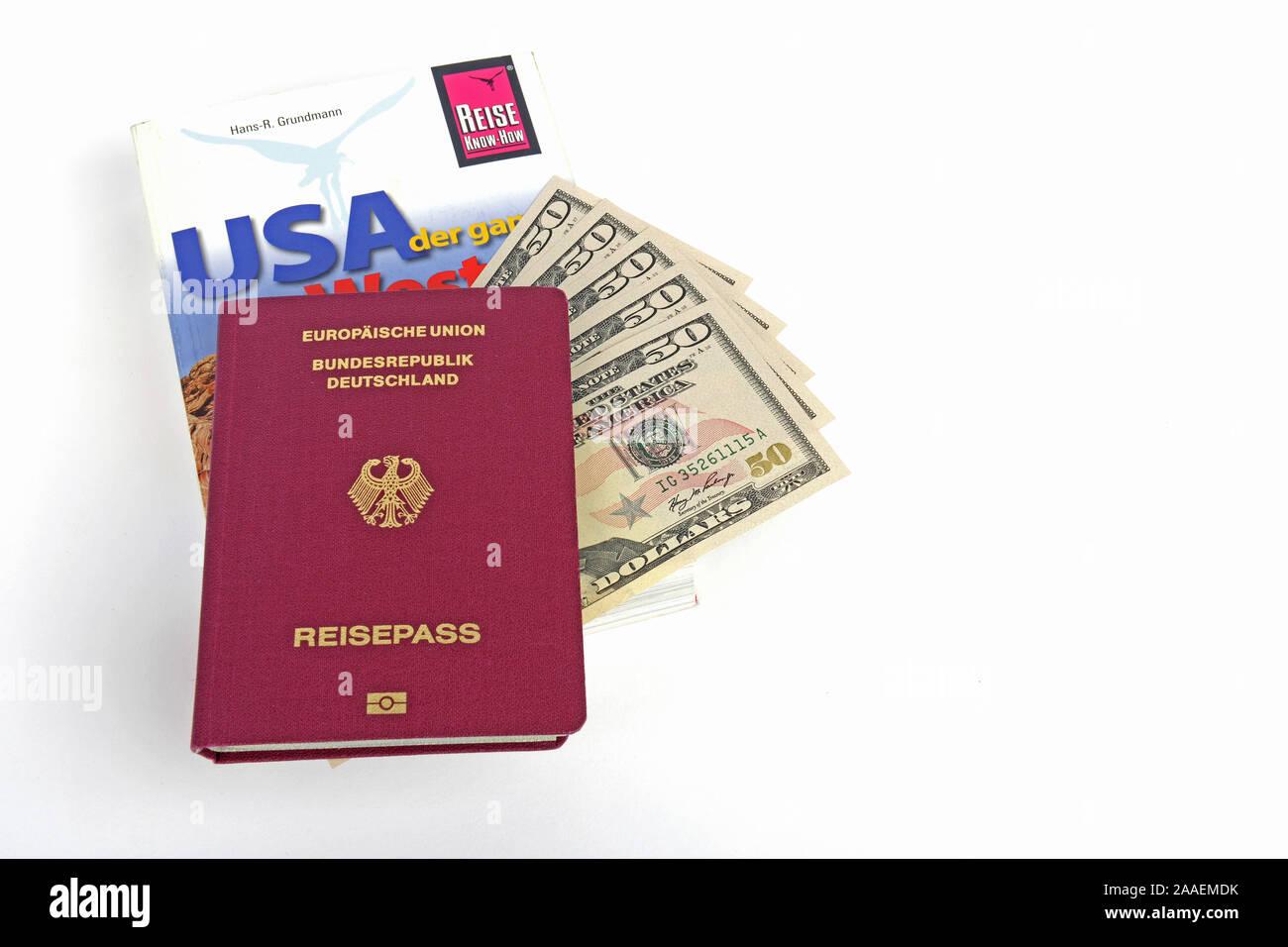 Reiseführer USA, Südwesten, Reisepass Bundesrepublik Deutschland, mehrere 50 Dollarscheine, Symbolbild Reisenplanung USA Stock Photo