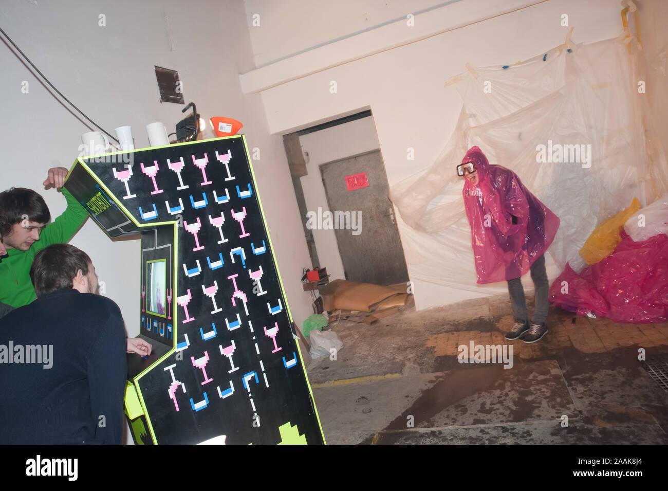 Wien, Roboexotica, Roboter mixen Drinks Stock Photo