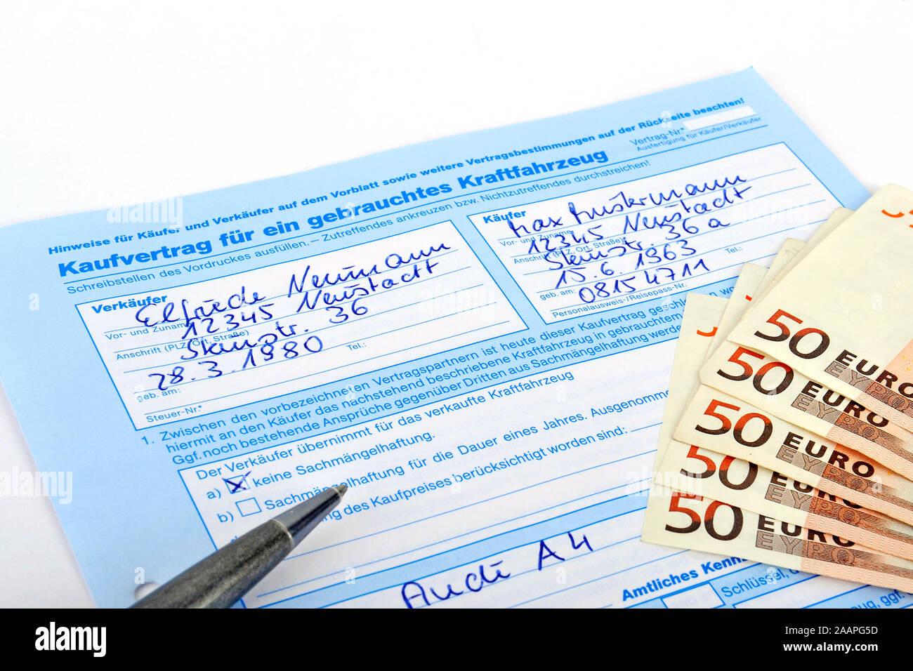 Kaufvertrag für ein gebrauchtes Fahrzeug, Auto Stock Photo
