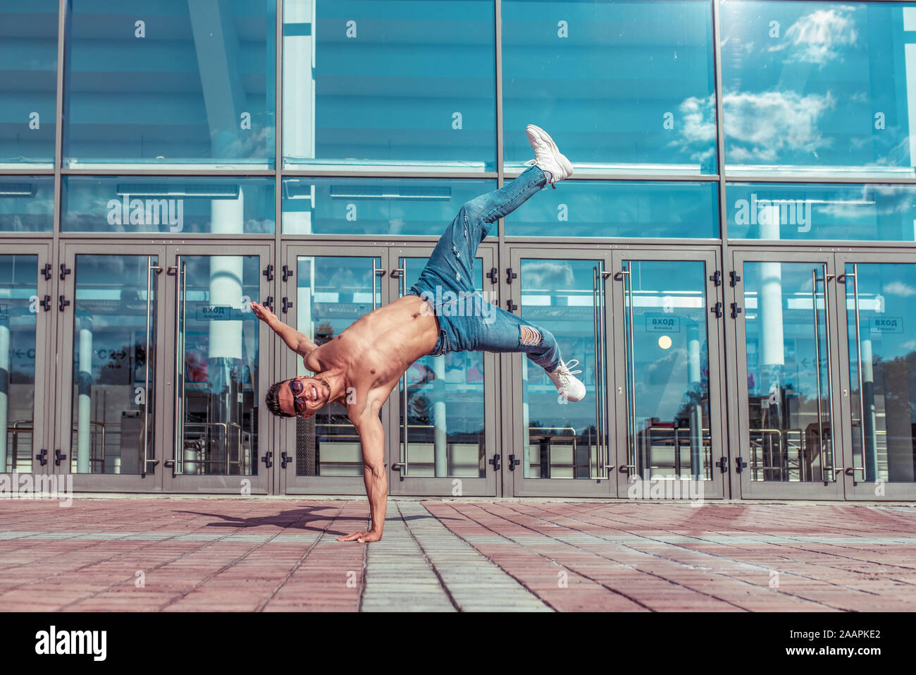 Handstand in jump, young active dancer, trained tanned torso, sport man,  city, pose break dancer, hip hop movement, modern dance style, youth Stock  Photo - Alamy