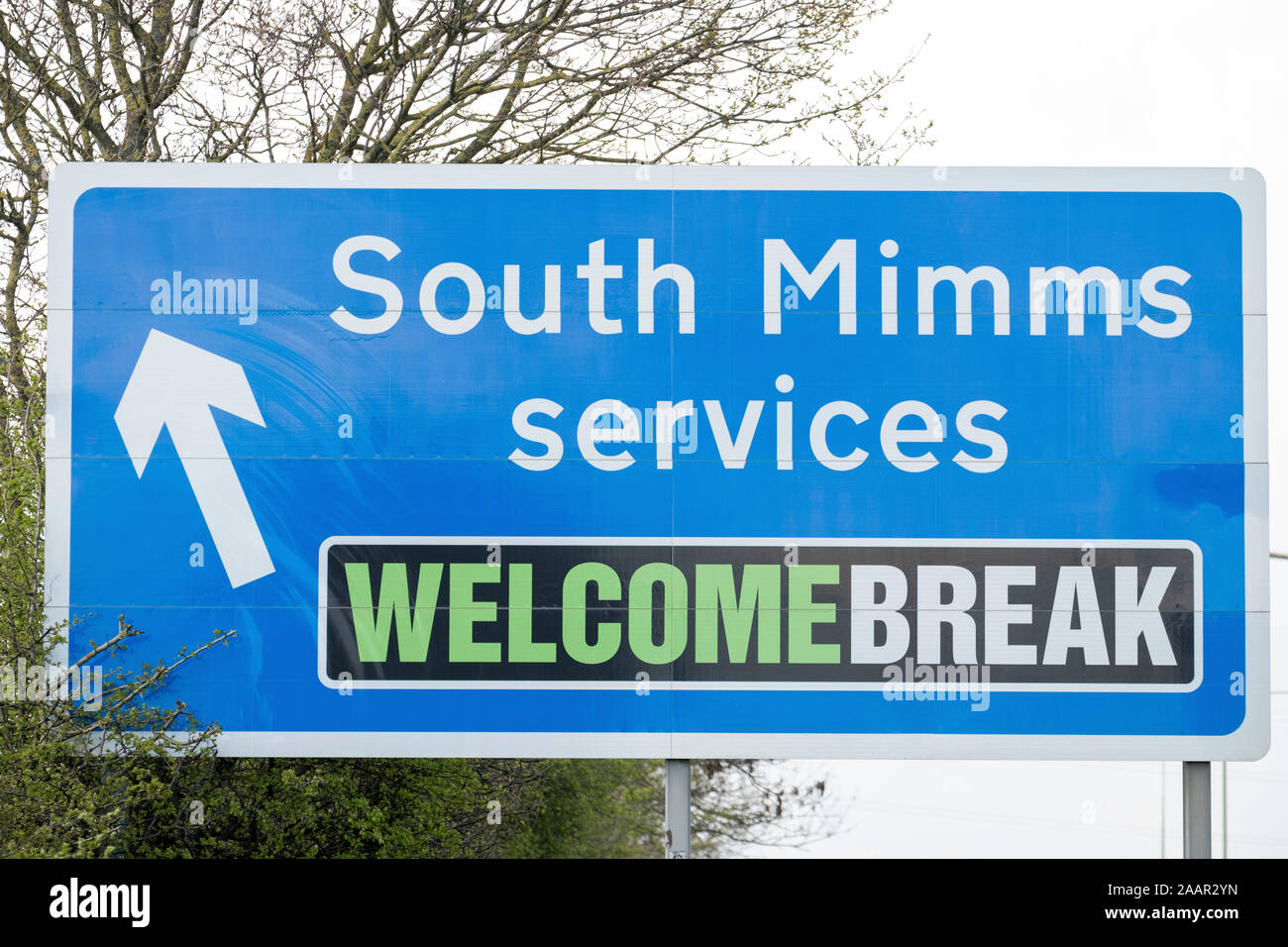 South Mimms Services road sign on the A1 towards the M25. Stock Photo