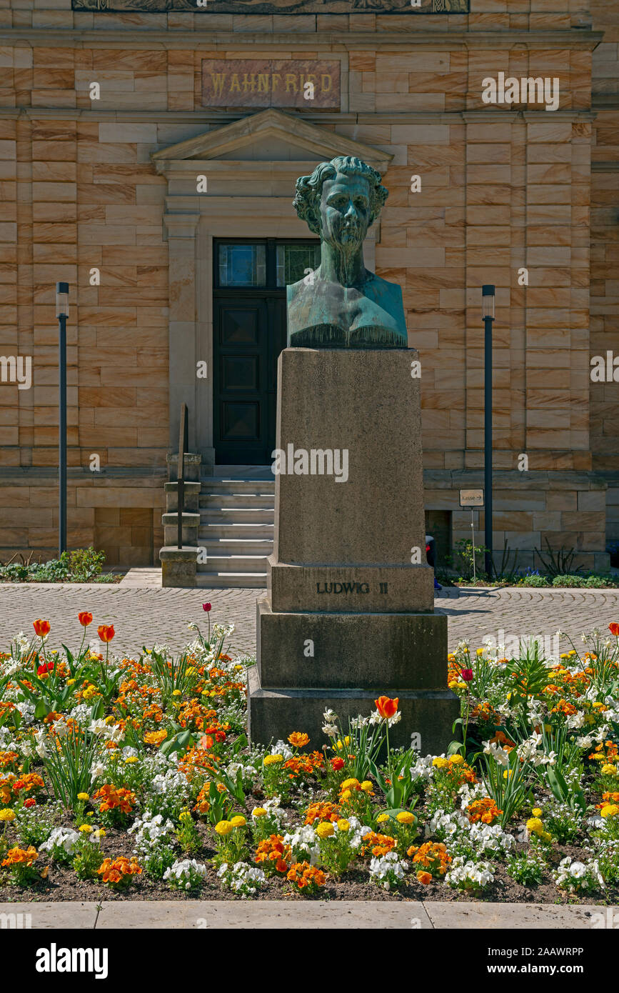 Statue in front of Wahnfried at Hofgarten, Bayreuth, Germany Stock Photo