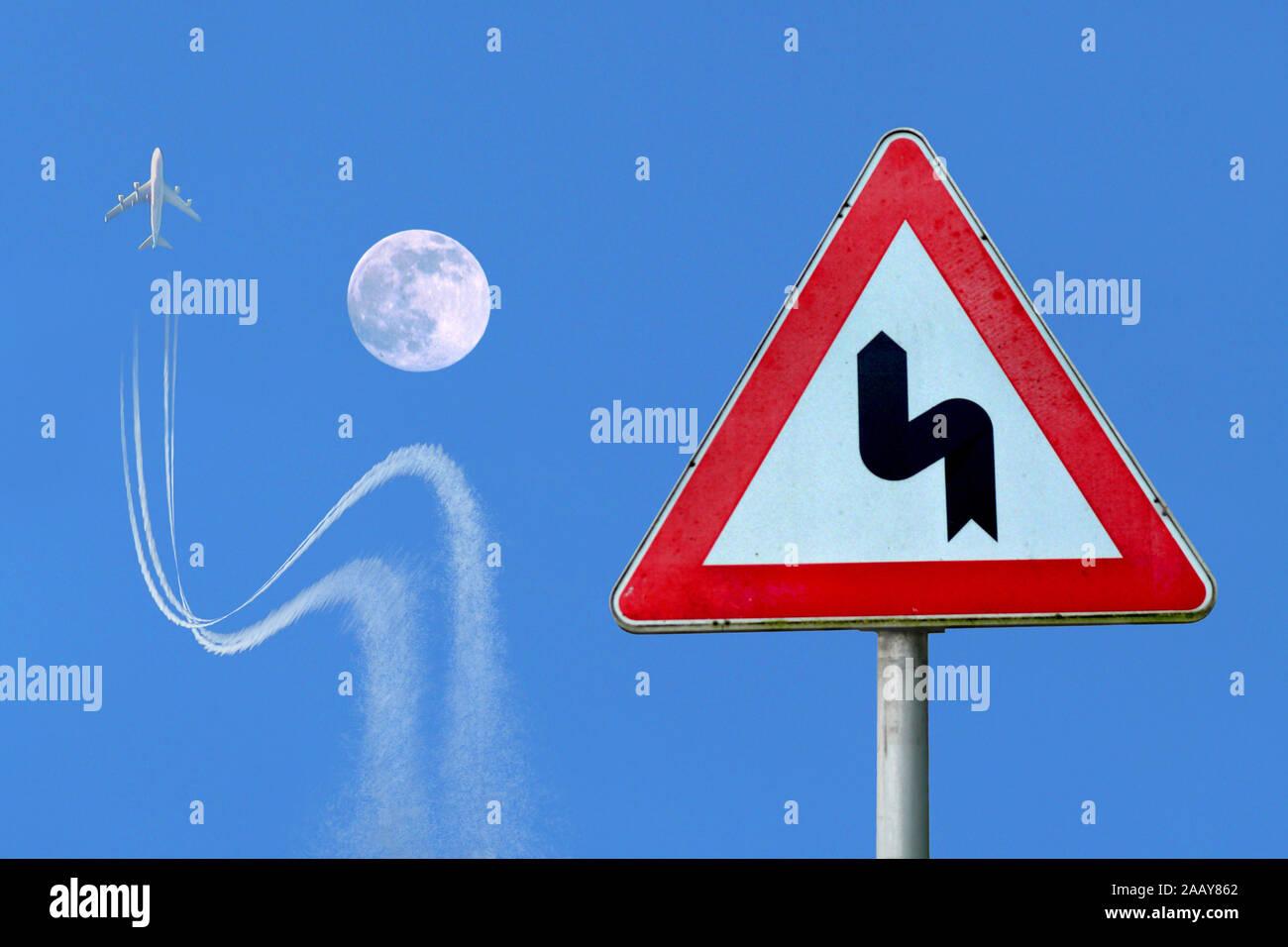 Flugzeug weicht einem Verkehrsschild entsprechend dem Mond aus, Deutschland | airplane obeying traffic sign, avoiding crash with a moon, Germany | BLW Stock Photo