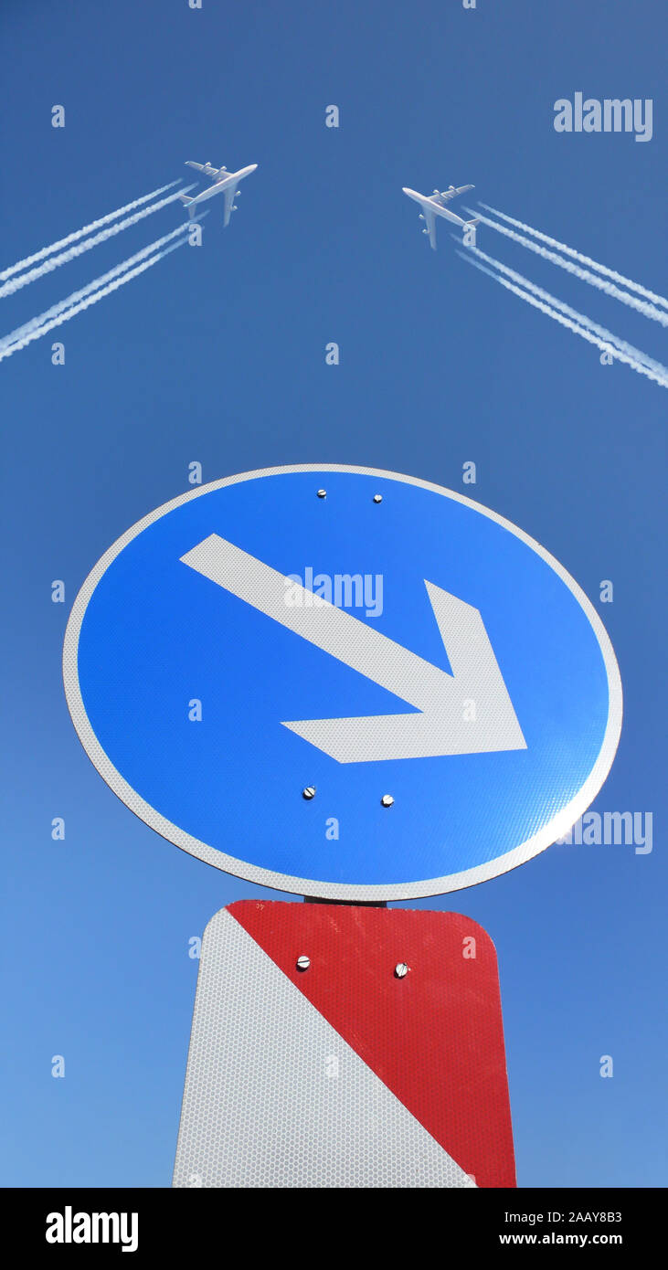 Flugzeuge missachten Verkehrsschild, kurz vor einem Unfall, Deutschland | planes disregarding the traffic sign, short before a crash, Germany | BLWS11 Stock Photo