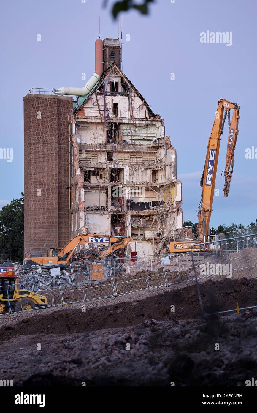 Demolition of the Francis Crick laboratory (National Institute for Medical Research) in Mill Hill to make place for housing. Stock Photo